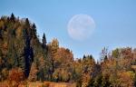 Zachód Księżyca i tranzyt samolotu